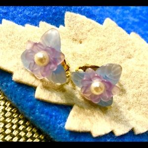 Vintage Avon Clip on Violet and Lilac Earrings.
